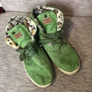 Toms green with leopard faux fur high tops